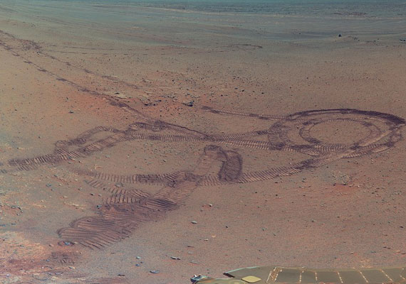 A marsjáró nyomai a vörös bolygó földjében.