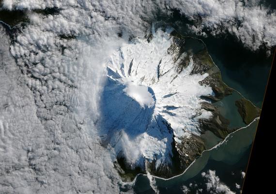 Így fest vulkánkitörés után a Heard-sziget az űrből. A nagy felbontású képet itt töltheted le! »