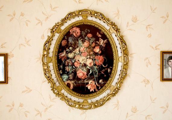 A lakás dísze lehet egy szép műtárgy, festmény, esetleg kristályváza.