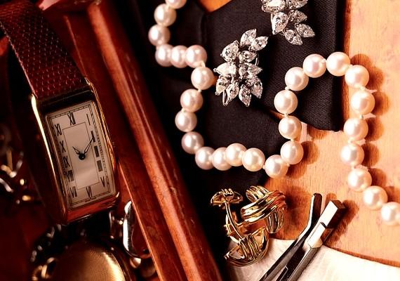 Egy fontos, értékes családi ékszer vagy óra továbbadása is szép gesztus lehet.