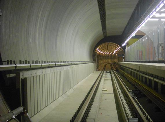 Az alagutakba füstérzékelő rendszert építettek be. Egy bizonyos füstmennyiség után a rendszer elkezdi szívni azt, és a felszínre vezeti.