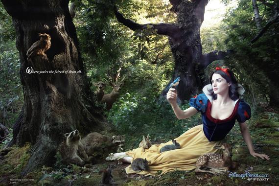 A bájos és ártatlan Hófehérke bőrébe a gyönyörű, magyar származású angol színésznő, Rachel Weisz bújt.