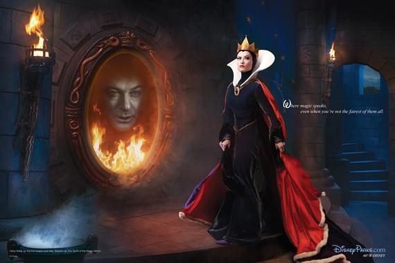A Hófehérke gonosz mostohájának bőrébe Olivia Wilde bújt, a tükör szellemét pedig Alec Baldwin képviseli.