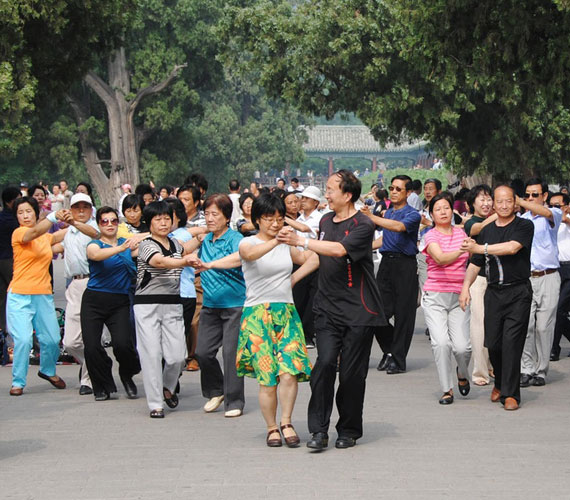 KínaA távol-keleti ország közterein tömegek tangóznak nap mint nap. Meglepő módon a thai chi mellett ez az egyik legnépszerűbb szabadidős tevékenység.