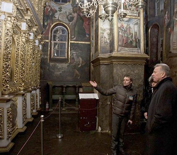 Kijev, Ukrajna: Schmitt Pál 2010 decemberében látogatást tett a Kijevi Barlangkolostorban, a Pecserszka Lavrában.