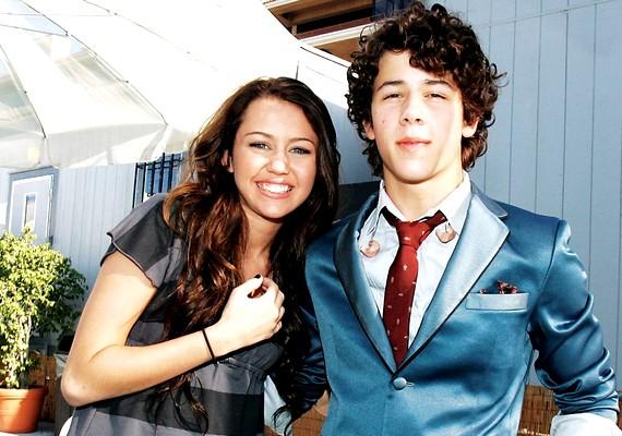 Nick sokáig járt Miley Cyrusszal, és még évekkel a szakítás után is úgy tűnt, nem közömbös számára a lány.