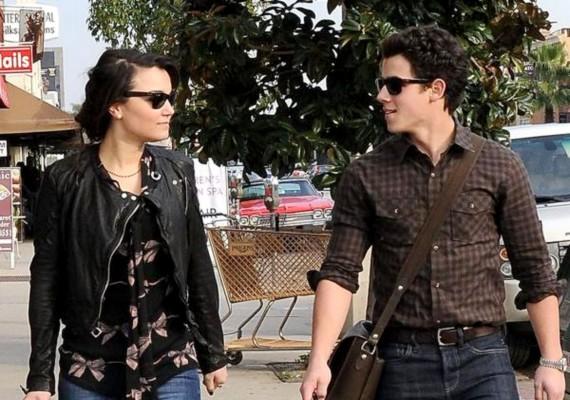 A legkisebb Jonas A nyomorultak című filmből ismert Samantha Barksszal is randizott a pletykák szerint.