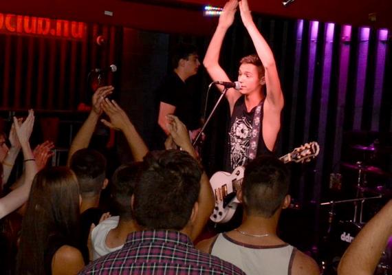 A No Respect énekes-gitárosa a 16 éves Papp Attila.