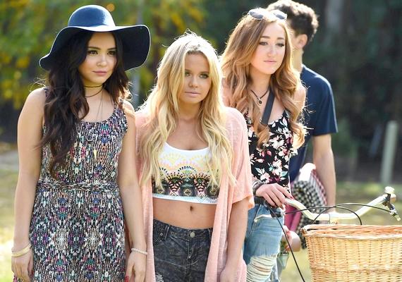 Stella és Noah hasonlítanak nővéreikre, és a szőke fürtök miatt Allin is látszik, hogy Cody Simpson húga.