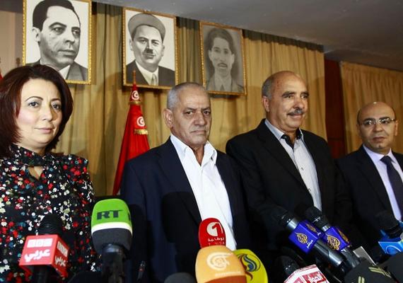 A tunéziai Nemzeti Párbeszéd Kvartett kapta a idén a Nobel-békedíjat, jelentette be az akadémia pénteken. Az indoklás szerint azért lettek ők a díjazottak 2015-ben, mert nagyban hozzájárultak a tunéziai plurális társadalom felépítéséhez.