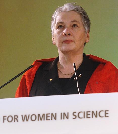 Christiane Nüsslein-VolhardAz 1942-es születésű német biológus 1995-ben kapott megosztott orvosi Nobel-díjat Ed Lewis-szal és Eric Wieschaus-szal. E három kutató bizonyította be többek között, hogy az embriók olyan génekkel rendelkeznek, melyek értelmezik az anyai eredetű üzeneteket.