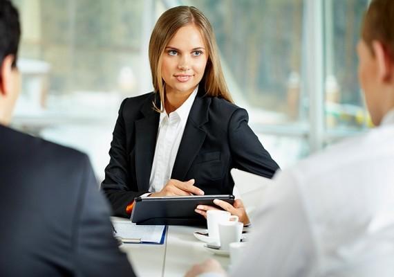 Régen abba kellett hagynia a munkát egy nőnek, amikor férjhez ment - ha egyáltalán dolgozott.
