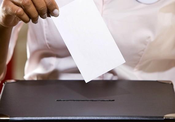 Szinte mindenkinek a szavazati jog jut először eszébe, ha a női egyenjogúságról van szó. Alig száz éve van lehetősége a nőknek is részt venni a választásokon.