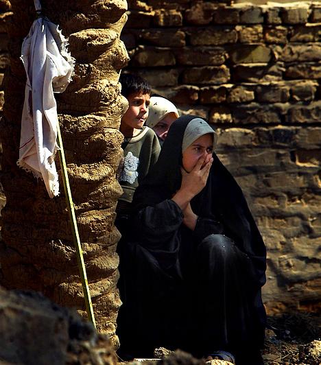 Irak                         Irak sosem volt híres arról, hogy egyenlő jogokat biztosít a nőknek a férfiakkal szemben. Ám Szaddám Huszein idejében legalább egy ideig egyetemre járhattak, és a munkába állásukat is támogatták. Mindennek az amerikai csapatok bevonulása vetett véget.                                                  Kapcsolódó cikk:                         7 dolog, amihez nem régóta van joga a nőknek »