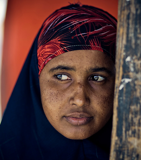 SzomáliaA Freedom House független amerikai civil szervezet felmérése szerint Szomália egyike azoknak az országoknak, ahol a legjobban elnyomják a nőket. A törvény szerint például minden egyes lánygyermeknek kötelezően át kell esnie a nemiszerv-csonkítási procedúrán.
