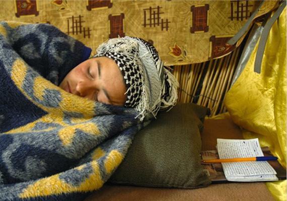 Naplóírás utáni pihenés.