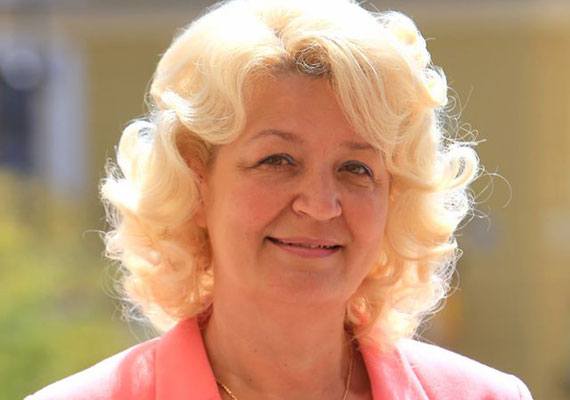 Az MSZP és az Együtt-PM egy helyi civil szervezettel, a Forum Sopianae Egyesülettel együtt hódítaná vissza Pécset a baloldal számára Páva Zsolt jelenlegi városvezetőtől. Ehhez Cserfainé dr. Kovács Ágnest jelölték. Legutóbb Szili Katalinnak volt esélye nőként Pécs első emberévé válni, ám 2009-ben az időközi választáson alulmaradt.