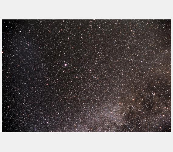 A Lant - latin nevén Lyra - a görögök hangszere volt. A csillagkép legfényesebb pontja a Vega vagy ismertebb nevén a Kőszáli sas csillag.