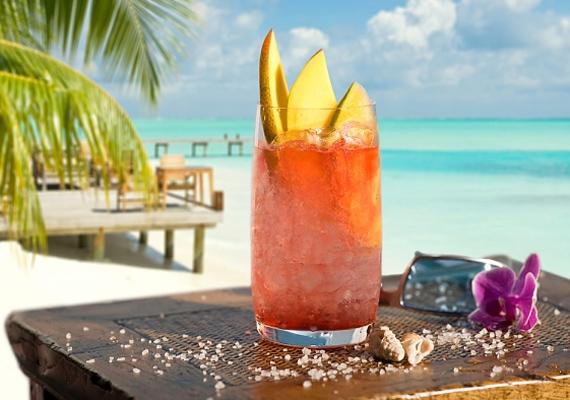 A Sex on the Beach koktélhoz keverj össze 1 dl narancslevet 1 dl őszibaracklével és ugyanennyi feketeribizli-lével. A poharat díszítsd narancs- vagy mangószeletekkel.