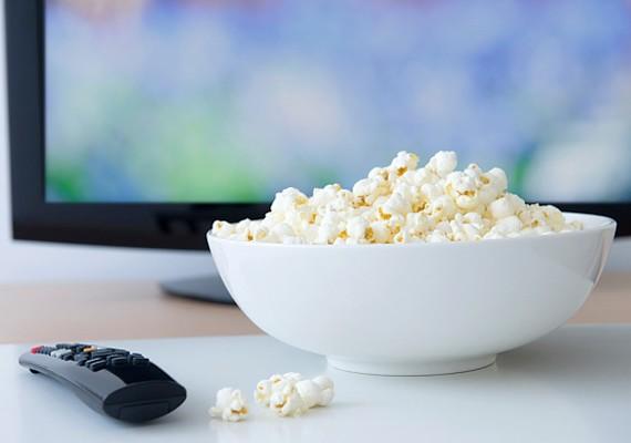 Válassz ki egy jó filmet, készíts be egy adag rágcsálnivalót, valami hideg italt, sötétítsd be a szobát, és már mehet is a mozizás!