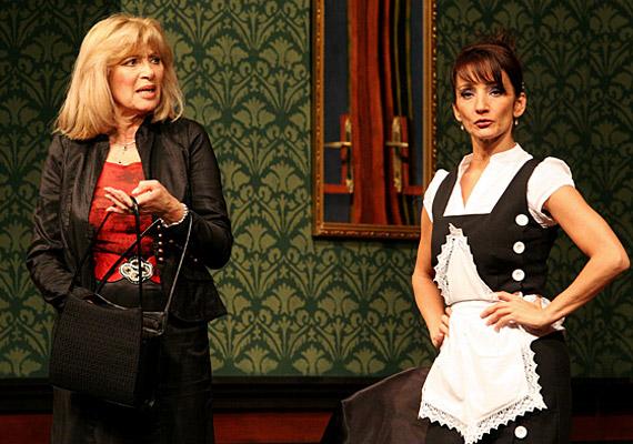 Louise, szobalány szerepében:Keresztes Ildikó.