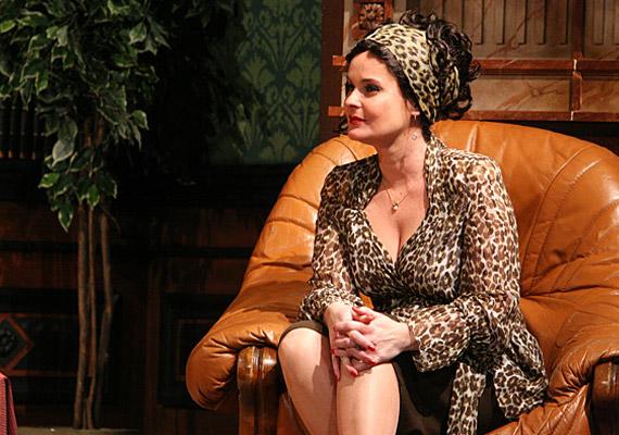 Nyírő Bea játssza a Marcelbe pltáói szerelmes sógornőt.