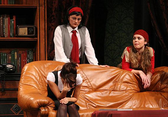 Az elhunyt két lányát, Borbély Krisztina és Rárósi Anita játsza.