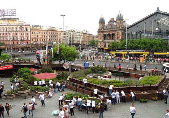 A Nyugati tér a mai állapotában. Bár több akció szerveződött a rendberakására, falújításért kiált a terület.