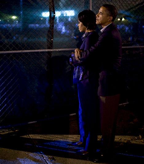 Backstage  Obama Ohióban, a backstage-ben ölelte feleségét. Bevallása szerint felesége támogatása nélkül nem jutott volna idáig.
