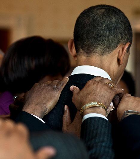 ImaReggeli ima előtt találkozott a klérus tagjaival az elnök a Fehér Házban. Az imát egymás vállát fogva mondták el.