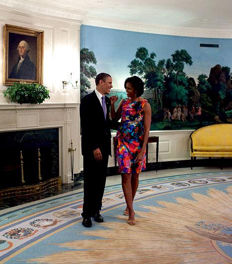 Az elnöki pár  A beállított fotózás után az elnök viccelődni kezdett a first lady-vel a Cinco de Mayo ünnep előtt.