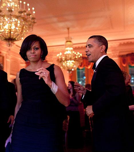 A kormányzói bálonObama és a first lady a kormányzói bálon táncoltak. Példás házasság az övék.