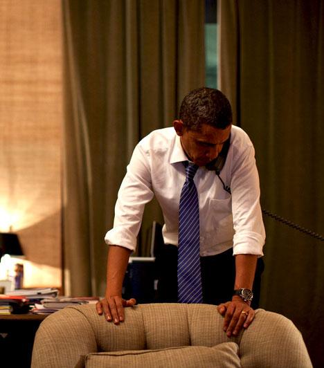Telefonál  Obama a Fehér Házban telefonon beszél Dél-Korea elnökékel, miután Észak-Korea megtámadta Yeonpyeing szigetét.