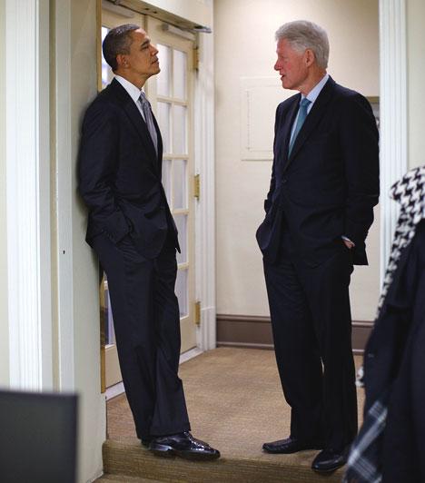 Obama és Clinton az Ovális Iroda bejáratánál  A kép az Ovális Iroda bejárata előtt készült 2010. december 10-én, ahol Obama és az egykori elnök, Clinton éppen egy sajótájékoztatóra vártak.
