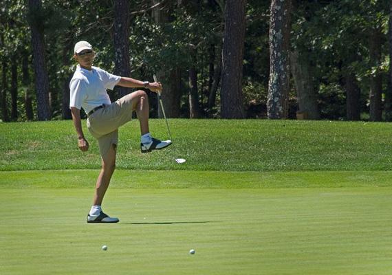 Az Amerikai Egyesült Államok elnöke, Barack Obama gyakorlatilag bárhol képes leállni golfozni.