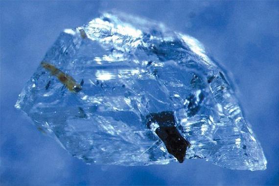 Az egyik tanulmány szerint a kutatók nemrégiben találtak egy körülbelül 90 millió éves gyémántot, melynek vizsgálata során arra jutottak, hogy víz formálta ilyen alakúvá. A drágakő a földköpeny mélyéről származik.