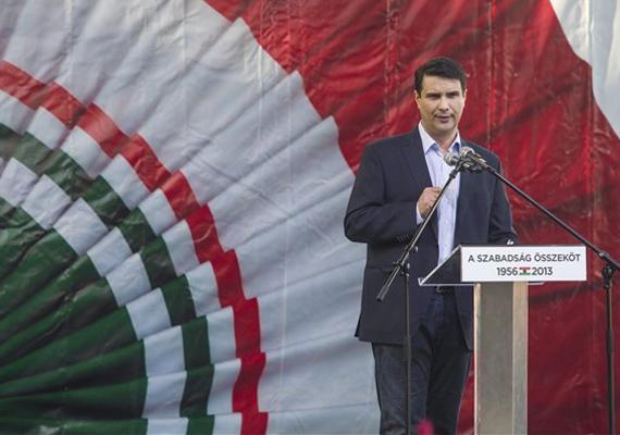 Amikor Mesterházy Attila a baloldali ellenzék október 23-i demonstrációján a mikrofonhoz lépett, sokan az összefogás szót skandálták, ezért a pártelnök egy ideig nem tudta elkezdeni beszédét. Kerék-Bárczy Szabolcs, a DK politikusa ezt spontán megnyilatkozásnak tartotta.