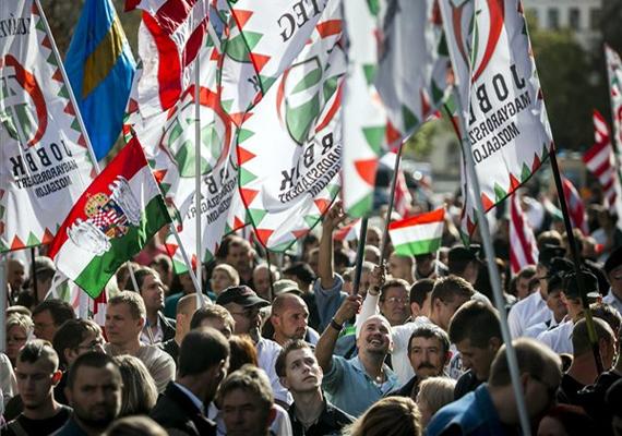 A Jobbik Kormánykárosultak nagygyűlése elnevezésű rendezvényén sokan összegyűltek. Itt hangzott el Vona beszéde is.