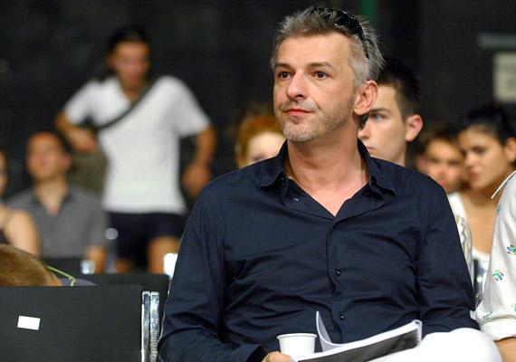 Az Egyenruhás szerepében a Nemzeti Színház direktorát, Alföldi Róbertet láthatod majd.