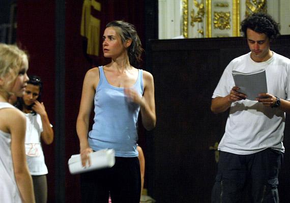 Szinetár Dóra egykori szerepében - Suhanc/Éva - Tompos Kátyát, a Nemzeti Színház művészét láthatod.