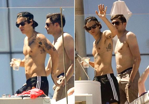 A fotókon Harry tetoválásai és alakuló kockás hasa is jól látható.