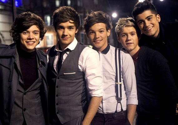 Íme, a One Direction-ös fiúk, itt már felöltözve.