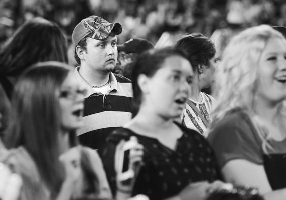 Egyesek azt gondolták, hogy ha baseballsapkában vegyülnek el a tömegben, észrevétlenek maradhatnak.