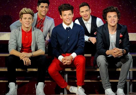 Csütörtökön nézhették meg a rajongók a One Directionről készült viaszbábukat.