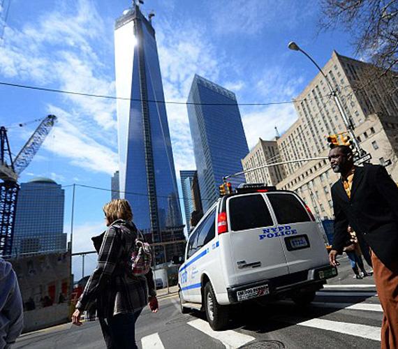 Tömegközlekedési fejlesztések is folyamatban vannak a várhatóan óriási forgalom miatt. A csomópontot a világ egyik leghíresebb építésze, Santiago Calatrava tervezte.