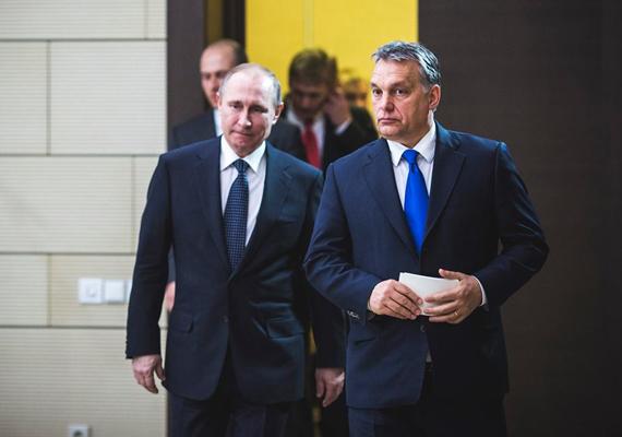 Orbán Viktort Moszkva közelében, a novo-ogarjovói rezidenciáján fogadta Vlagyimir Putyin.