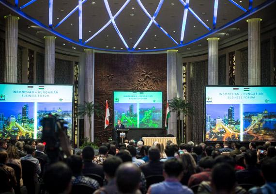 A kormányfő előadást tartott az indonéz-magyar üzleti fórumon. Ez a sok ember mind Orbán Viktor előadására volt kíváncsi.