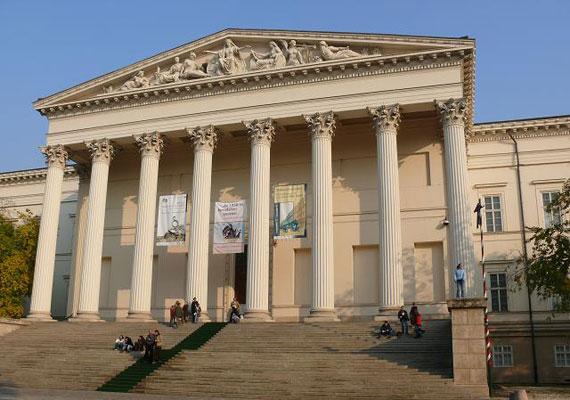 Orbán Viktor a Nemzeti Múzeum kertjében tartott beszédet, ahol az épülethez vezető fokokat mágikus lépcsőnek nevezte. De vajon mitől lesz mágikus egy lépcső? Talán attól, hogy Petőfi csizmája is rajta kopogott? Csak nekünk ugrik be erről a Led Zeppelin híres alkotása, a Stairway to Heaven?