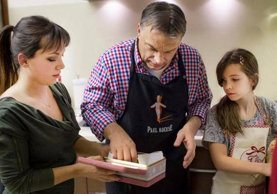 Karácsonyi készülődés az Orbán családban. A miniszterelnök erről is megosztotta az izgalmas pillanatokat.