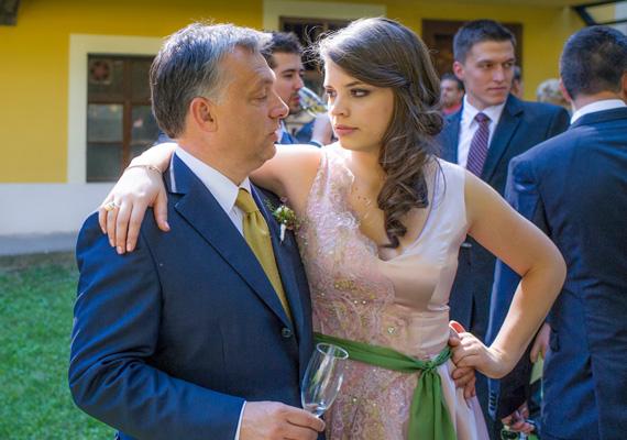 Orbán Viktor Sárával, legnagyobb lánya, Ráhel esküvőjén.